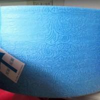 厂家供应 彩色压花蕾丝PP无纺布 色彩可定制