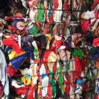 出售无纺布手提袋现货十多吨,报价1800一吨